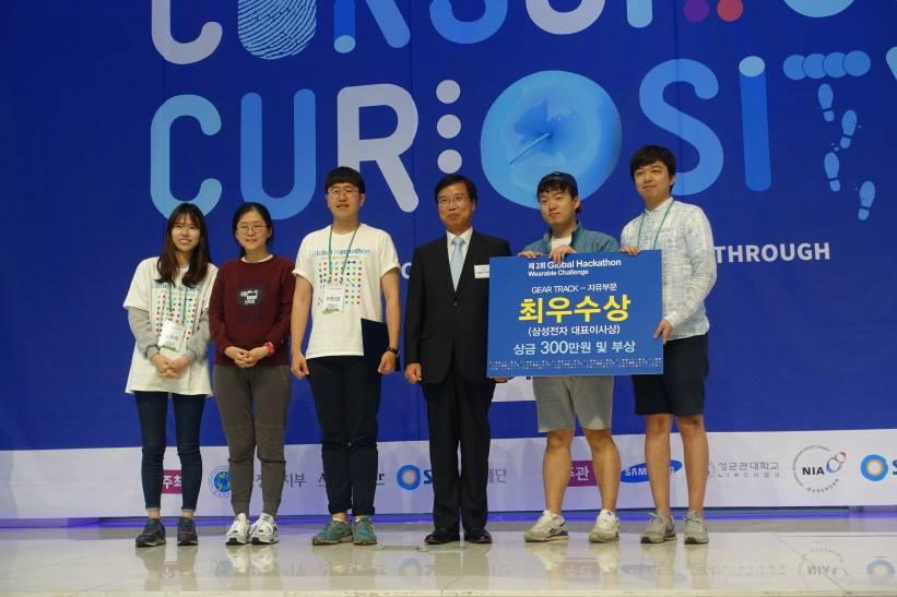 해커톤 대회 수상 사진.jpg